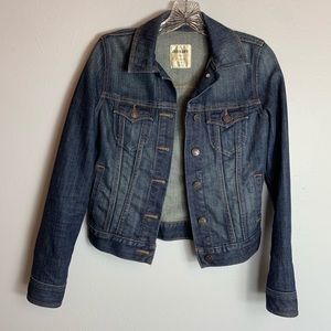 ALMOST BRAND NEW OLD NAVY JEAN JACKET SIZE XS